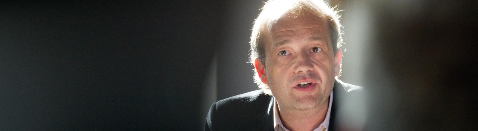 Der Journalist und Schriftsteller Stefan Weidner hält am Freitag (16.09.2011) im Friedenssaal im Rathaus in Osnabrück eine Laudatio.