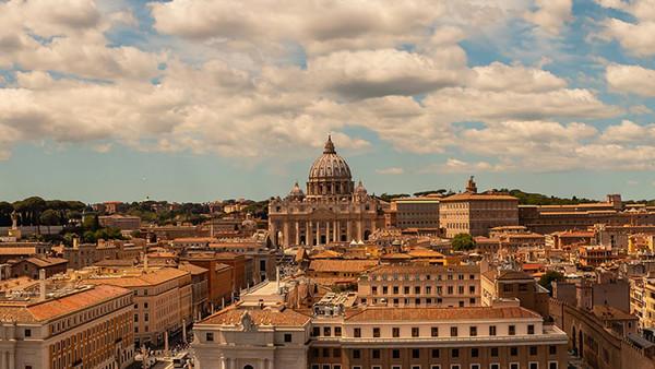 Blick auf Rom und den Petersdom.