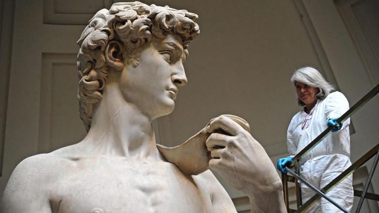 Michelangelos David wird restauriert.