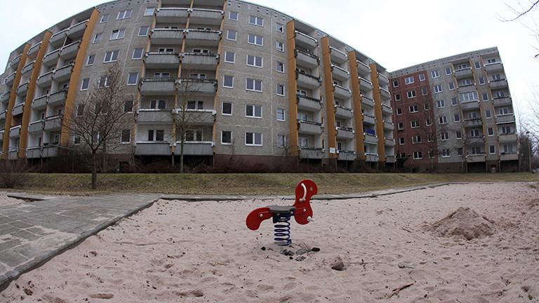 Ein leerer Spielplatz im Neubaugebiet Suhl-Nord