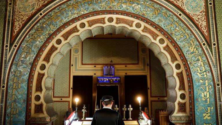 Gottesdienst zum Pessach-Feiertag in einer Synagoge.