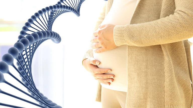 Crispr/Cas-Symbolbild: Eine Schwangere und DNA-Strang