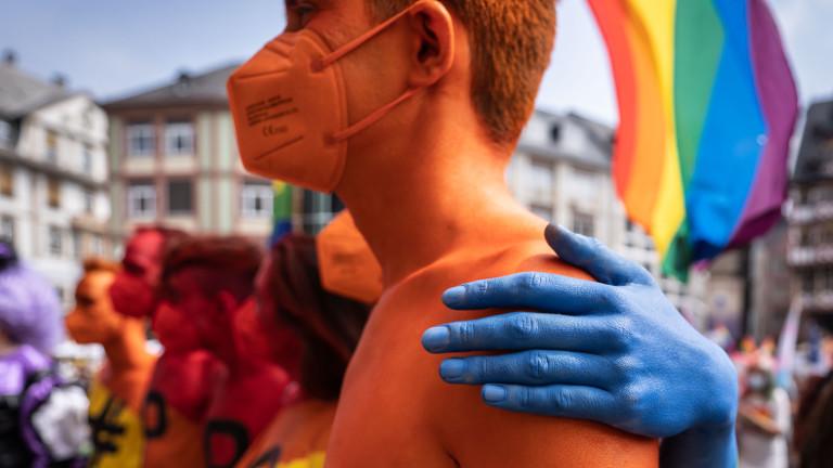 Teilnehmende des Christopher Street Day am 17.07.2021 auf dem Römerberg in Frankfurt am Main