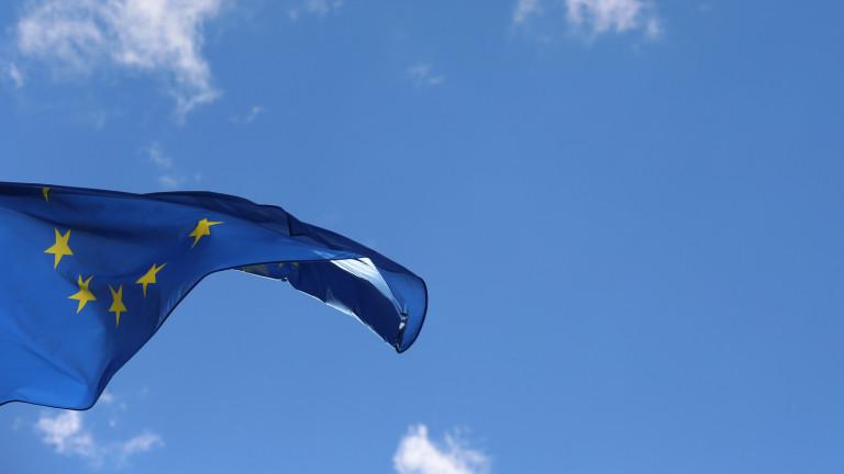 Europafahne am 12.04.2016 vor dem Europäischen Parlament in Straßburg
