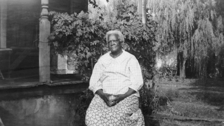 Die ehemalige Sklavin Mrs. Mary Crane im Alter von 82 Jahren, aufgenommen Ende der 1930er Jahre