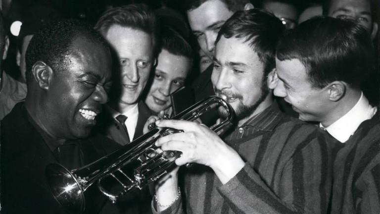 Louis Armstrong im Februar 1961 in Düsseldorf: an der Trompete Jazz-Amateur Dieter Kock