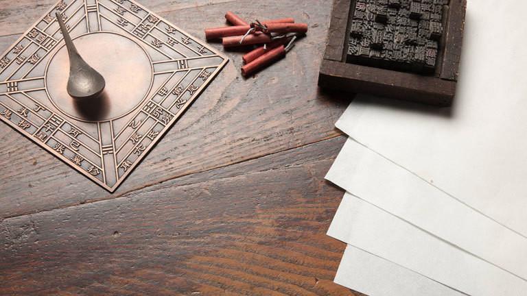Chinesische Erfindungen:Kompass, Buchdruck, Schwarzpulver und Papier
