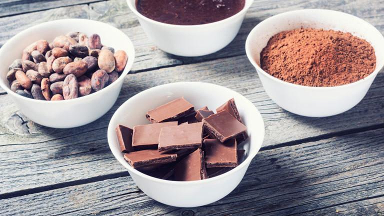 Von der Kakaobohne bis zur Schokolade - verschiedene Herstellungsschritte