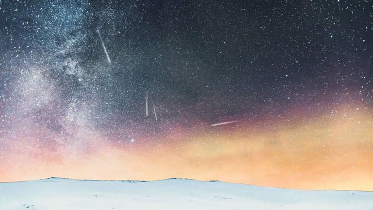 Sternenhimmel, Sternschnuppen und Nordlichter gesehen von Norwegen aus.