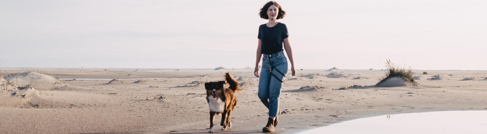 Hundetrainerin Iona Teichert mit einem ihrer Hunde.