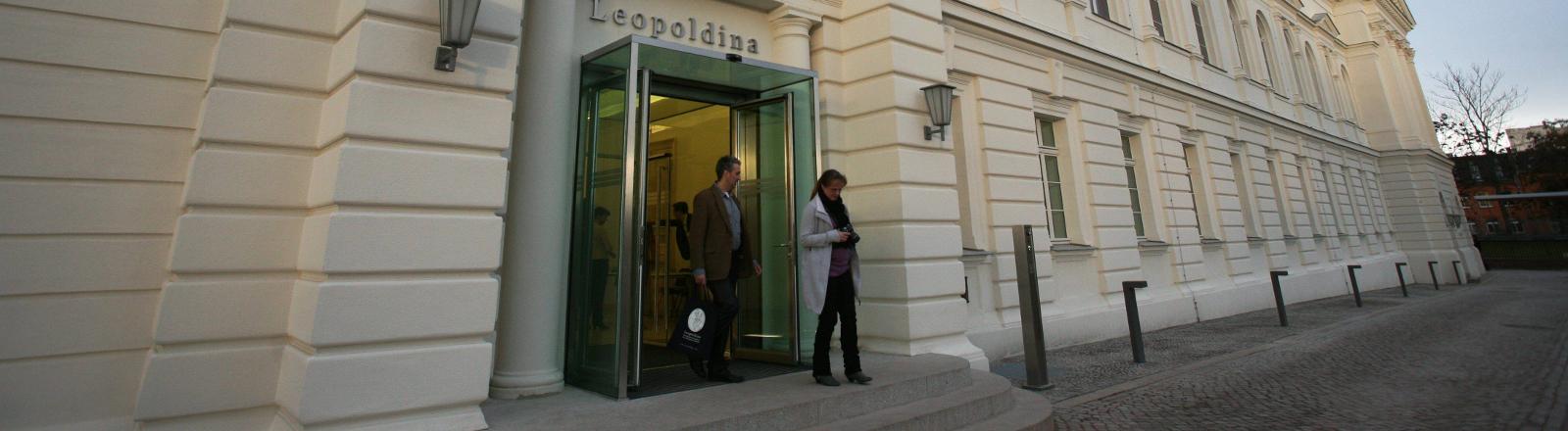 Die Leopoldina in Halle bei der Schlüsselübergabe im Dezember 2011