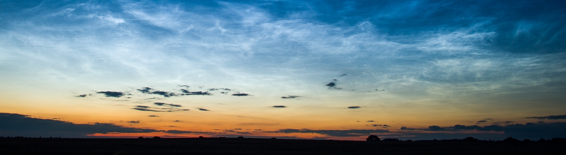Leuchtende Nachtwolken am 05.07.2016 kurz vor Mitternacht über Sieversdorf (Brandenburg).