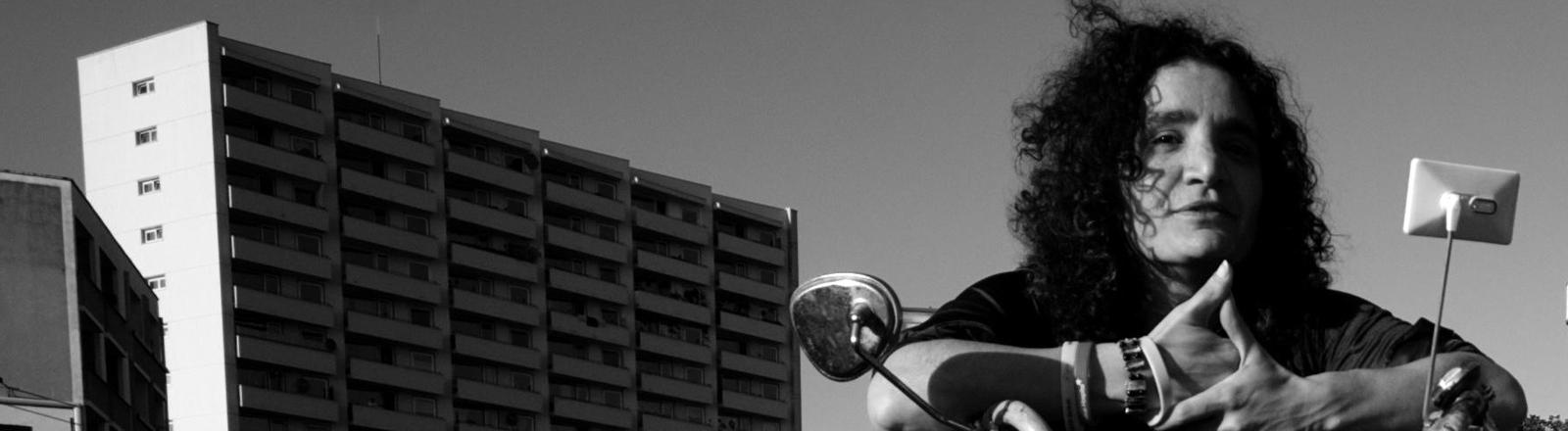 Mirijam Guenter auf einem Bonanzarad