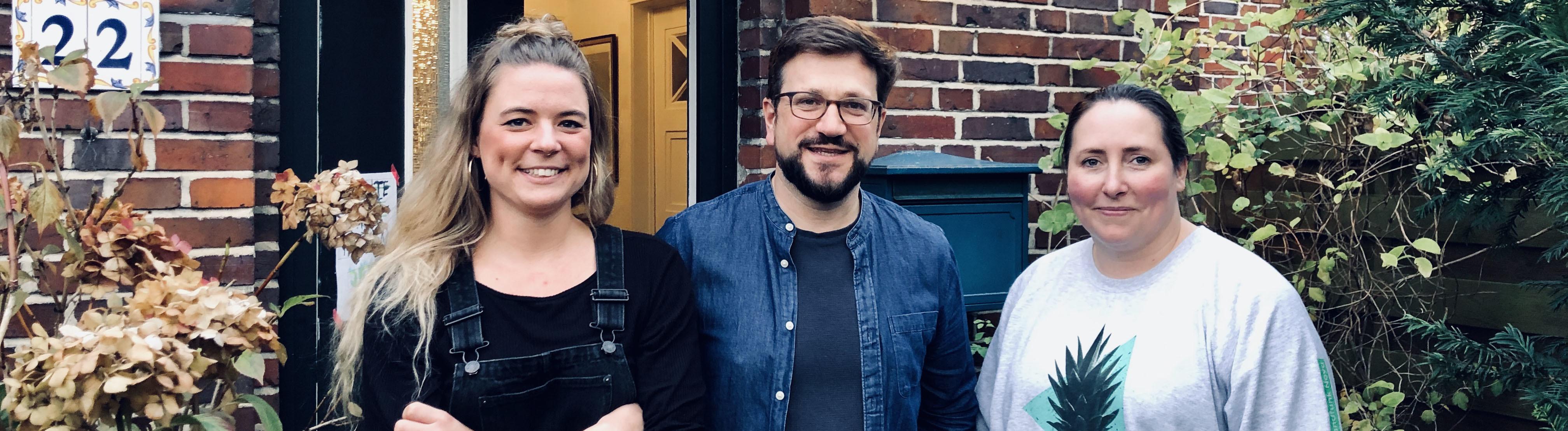 Rahel Klein (l.) und Tina Howard (r.) zusammen mit Thomas Dugaro.