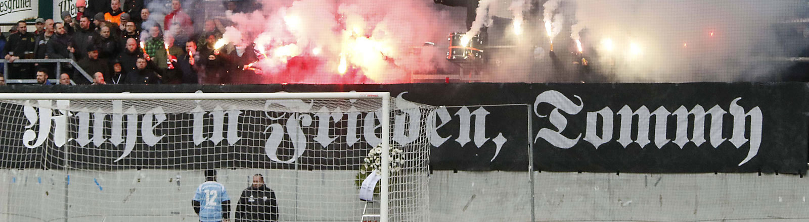 Trauerbekundung im Chemnitzer Stadion für rechtsextremen Hooligan
