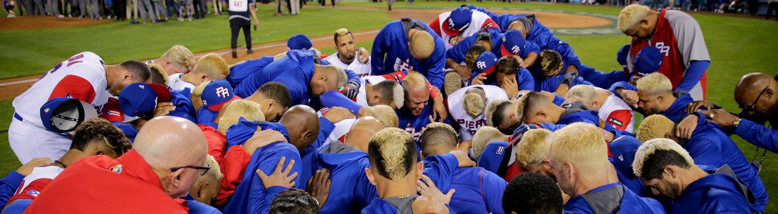 Das Basebeall-Team von Puerto Rico mit auffallend vielen blondierten Köpfen
