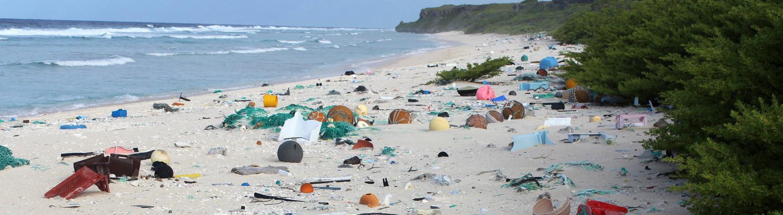 Müll am Strand von Henderson Island