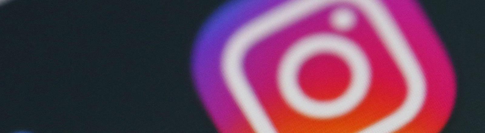 Das Instagram-Logo auf einem Smartphone