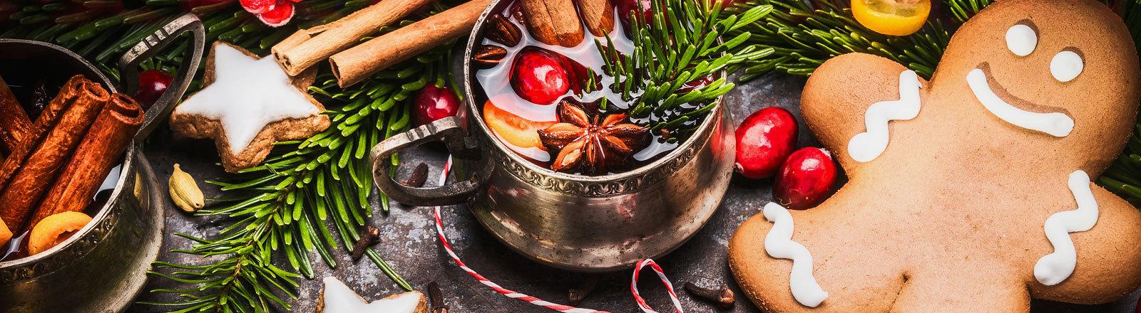 Lebkuchen-Plätzchen auf Weihnachtstisch