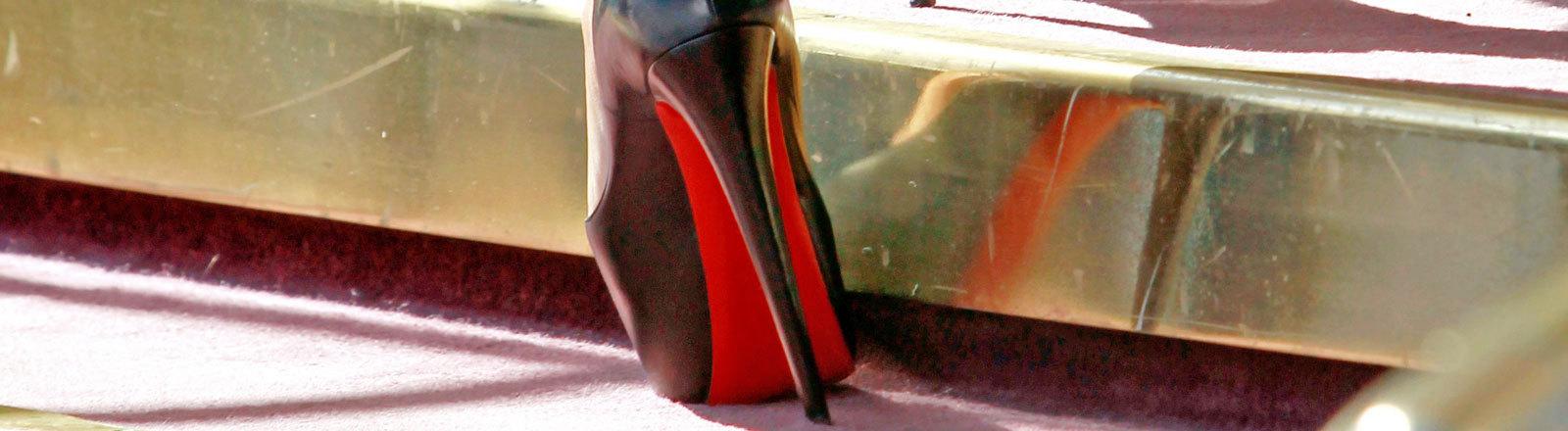 Rote Sohlen von Louboutin könnten als Marke zulässig sein