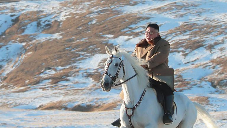 Der Kult ums weiße Pferd vorm Berg