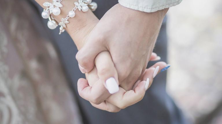 Ineinander verschlungene Hände