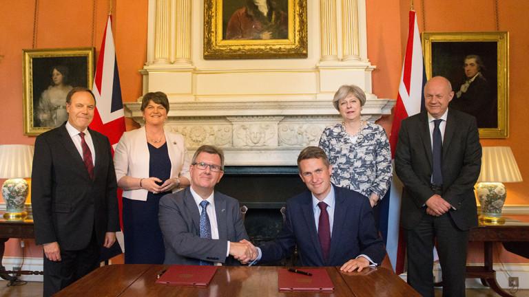 Gespräche zur Duldung britischer Minderheitsregierung