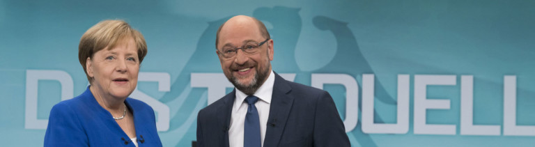 Die Bundeskanzlerin und CDU-Vorsitzende Angela Merkel und der SPD-Kanzlerkandidat und SPD-Vorsitzende Martin Schulz geben sich am 03.09.2017 vor Beginn des TV-Duells in den Fernsehstudios in Adlershof in Berlin die Hand. Das einzige TV-Duell zwischen Angela Merkel (CDU) und Martin Schulz (SPD) vor der Bundestagswahl 2017 wird gemeinsam vom Ersten, RTL, SAT.1 und ZDF übertragen.
