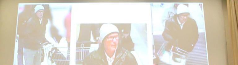Polizeivizepräsident Uwe Stürmer (r) vom Polizeipräsidium Konstanz und Ministerialrätin Petra Mock (l) geben am 28.09.2017 im Polizeipräsidium in Konstanz (Baden-Württemberg) im Rahmen einer Pressekonferenz Aufkunft über eine Lebensmittelerpressung. Im Hintergrund werden Fahndungsfotos eines Tatverdächtigen gezeigt.