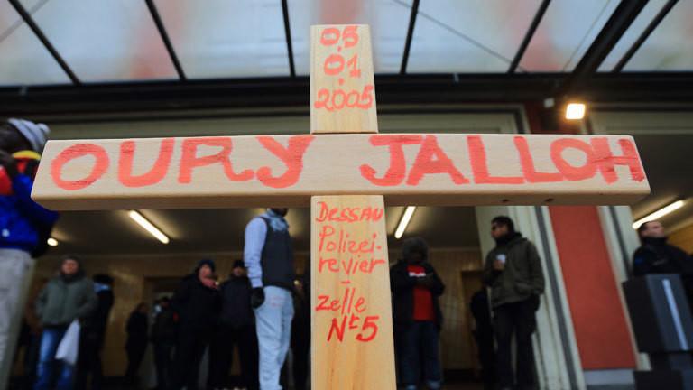 Teilnehmer einer Demo zum Todestag des Asylbewerbers Oury Jalloh