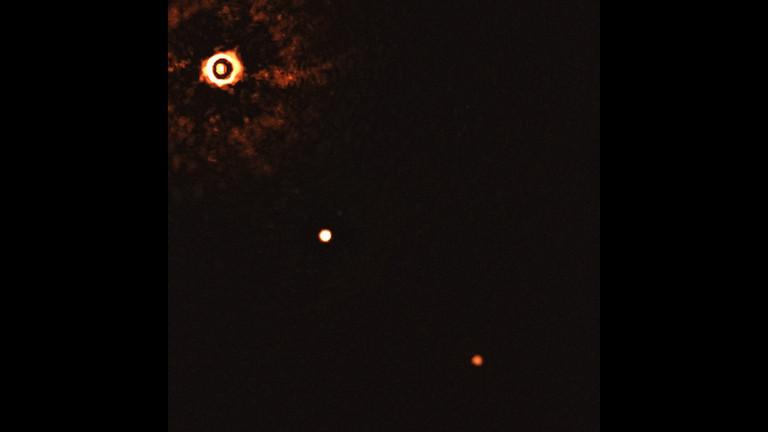 Junger Stern mit seinen Planeten