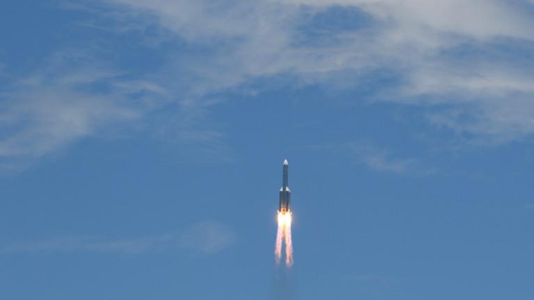 Die Trägerrakete vom Typ «Langer Marsch 5» hebt vom Raumfahrtbahnhof auf der südchinesischen Insel Hainan ab um zum Mars zu fliegen.