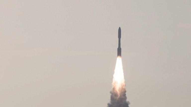 Eine United Launch Alliance Atlas V-Rakete startet am 30.07.2020 mit dem Marsrover Perseverance der Nasa vom Weltraumbahnhof Cape Canaveral in Florida.