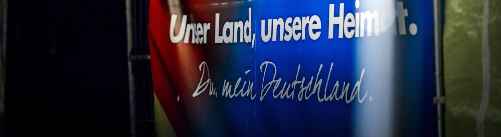 Ein Afd Plakat mit der Aufschrift: Unser Land, unsere Heimat