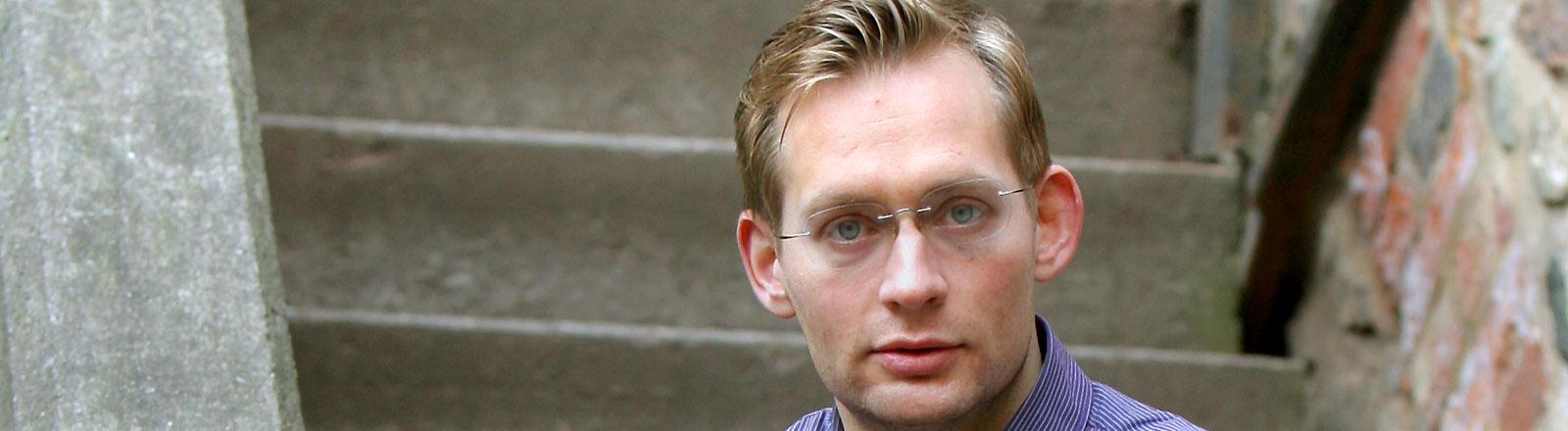 Der Leipziger Autor Clemens Meyer in einem Porträtfoto.