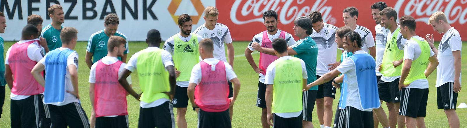 Jogi Löw und die Spieler der Deutschen Nationalmannschaft im Trainingslager