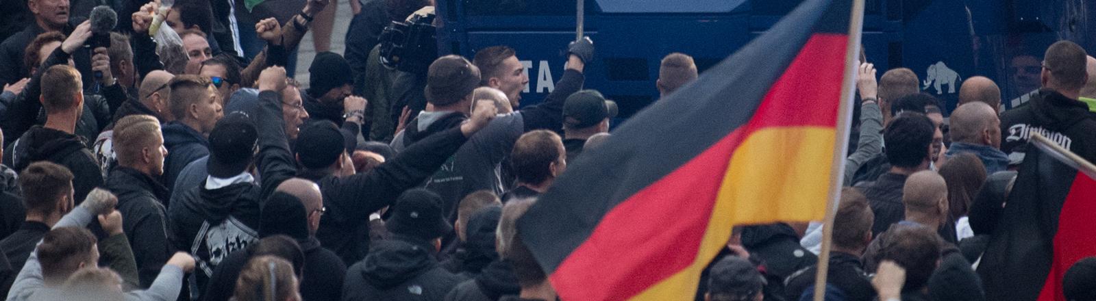 Proteste am 1.9.2018 in Chemnitz, an denen sich auch Neonazis und Hooligans beteiligt hatten.