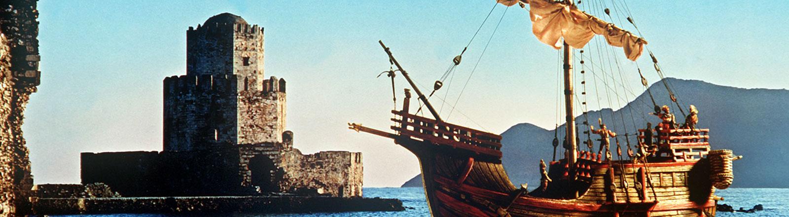 Die Darstellung eines historischen Segelschiffes in einem Hafen.
