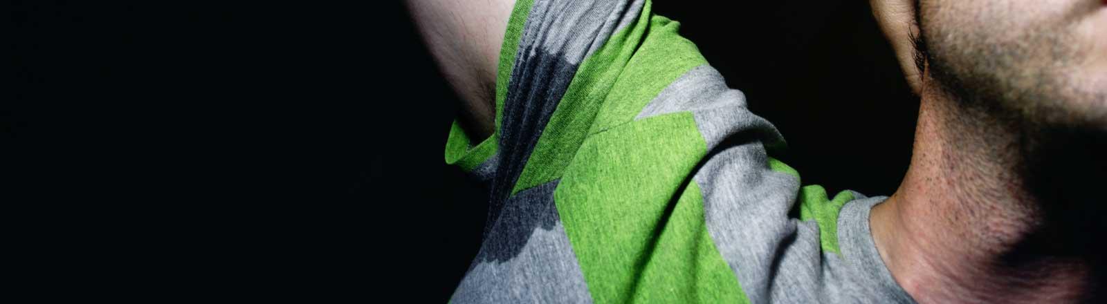 Schweiß unterm Arm.