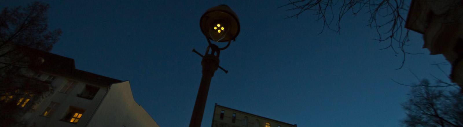 Eine Aufnahme einer Stadt bei Nacht