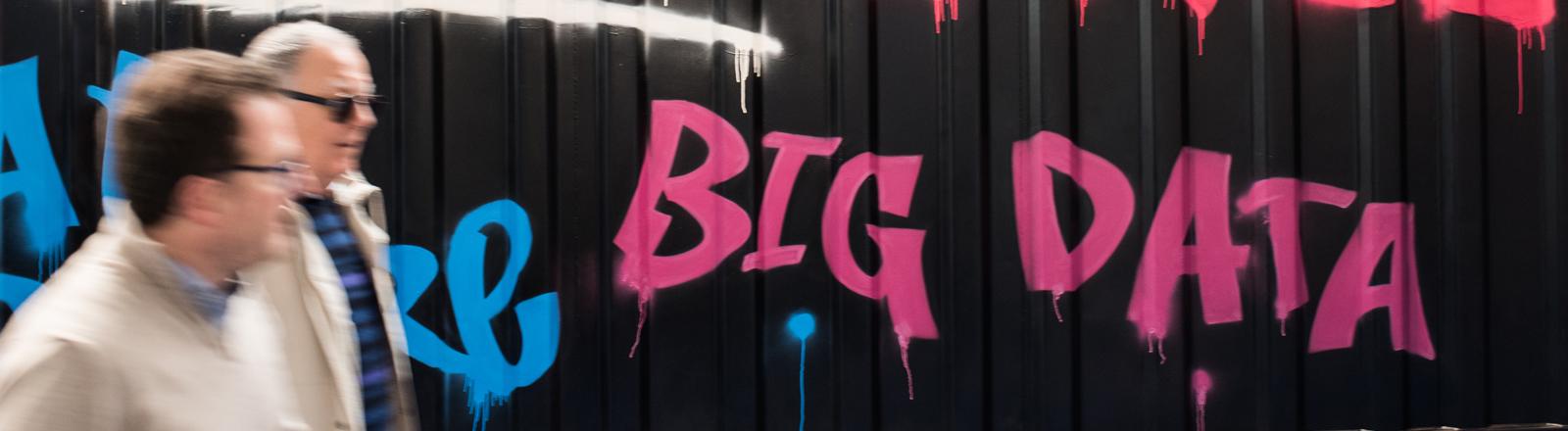 Big Data - Schriftzug als Graffiti an eine Wand geschrieben.
