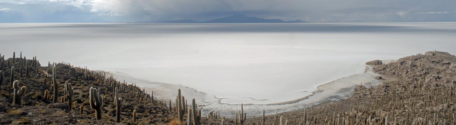Der Salar de Uyuni in Bolivien ist die größte Salzpfanne der Erde.
