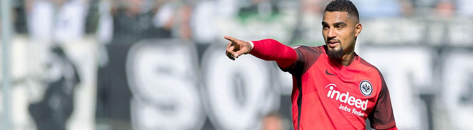 Fußball: Bundesliga, Borussia Mönchengladbach - Eintracht Frankfurt, 3. Spieltag am 09.09.2017 im Borussia-Park in Möchengladbach (Nordrhein-Westfalen). Frankfurts Kevin-Prince Boateng jubelt nach seinem Treffer zur 1:0 Führung.
