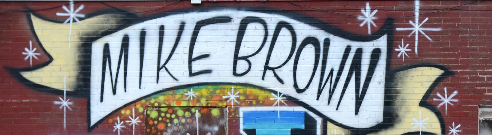 Ein Graffiti mit Mike Brown und den Buchstaben R. I. P.