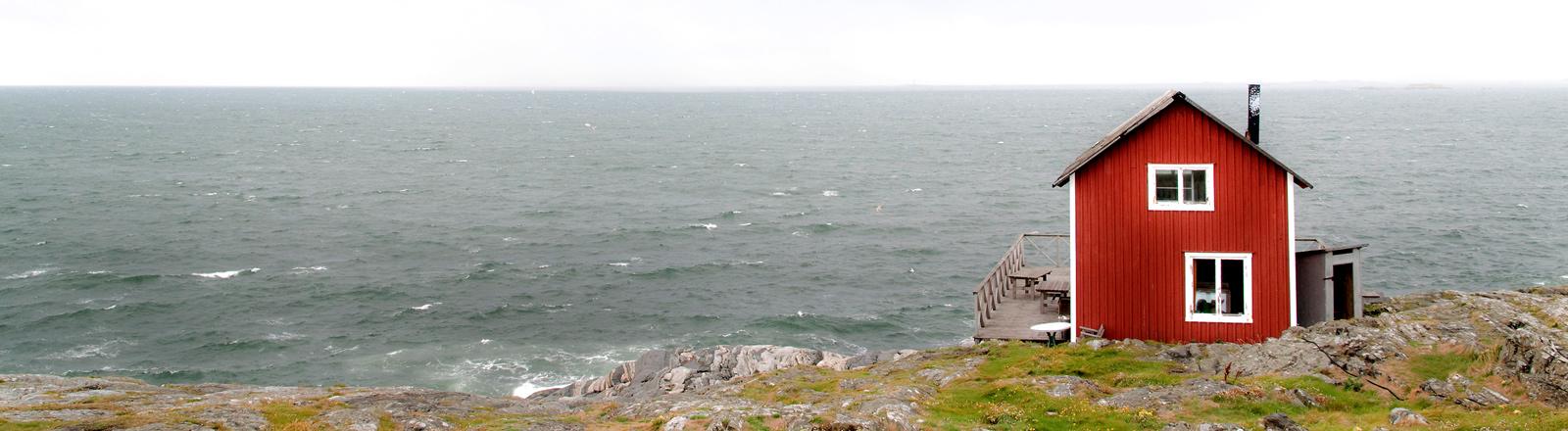 Ein Schwedenhaus am Meer.
