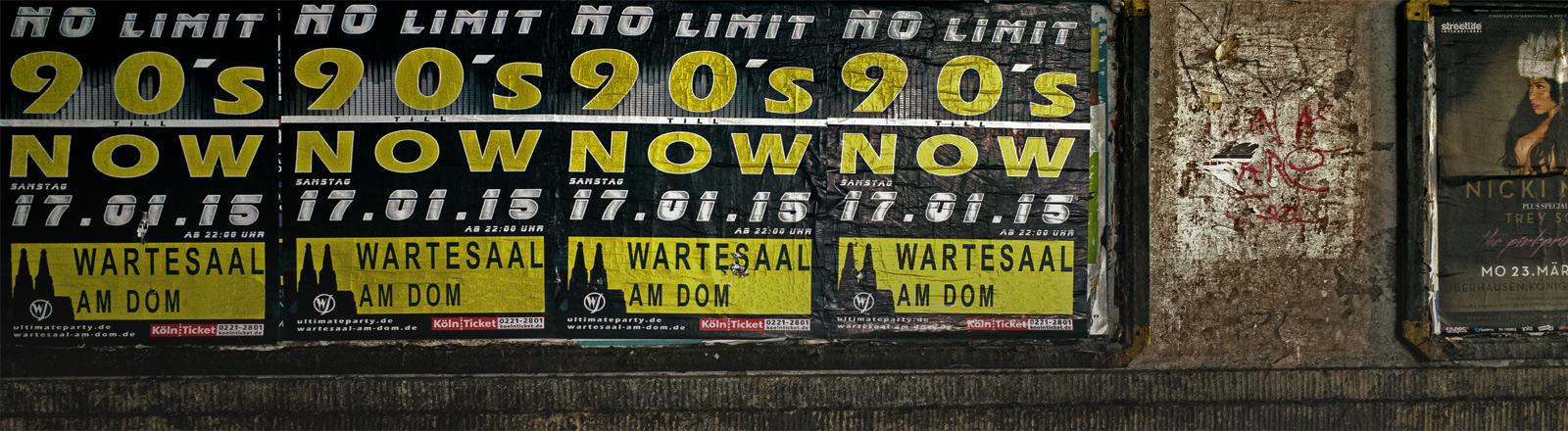 """Plakate, die eine 90er-Jahre-Party ankündigen mit dem Titel """"No Limit""""."""