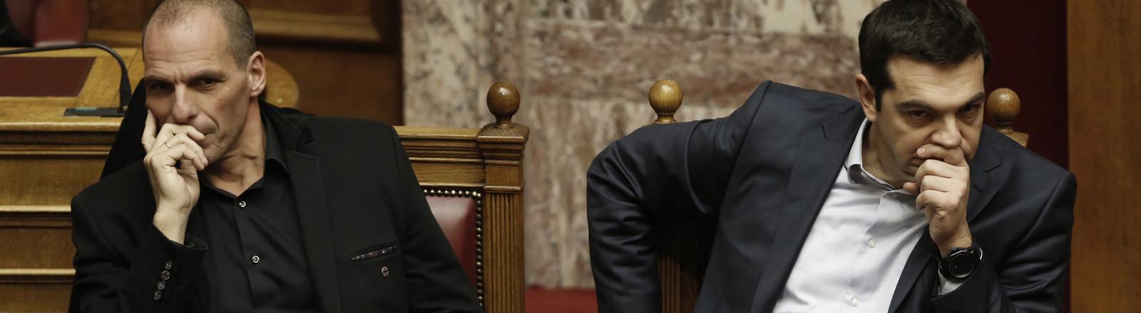 Jannis Varoufakis und Alexis Tsipras im griechischen Parlament