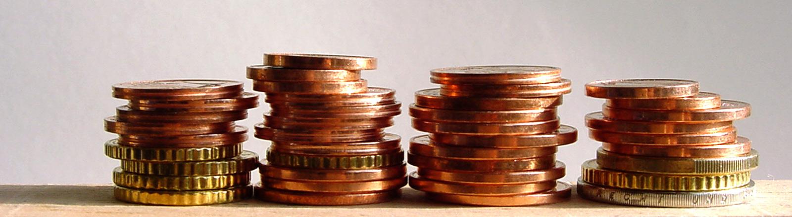 Münzhäufchen nebeneinander