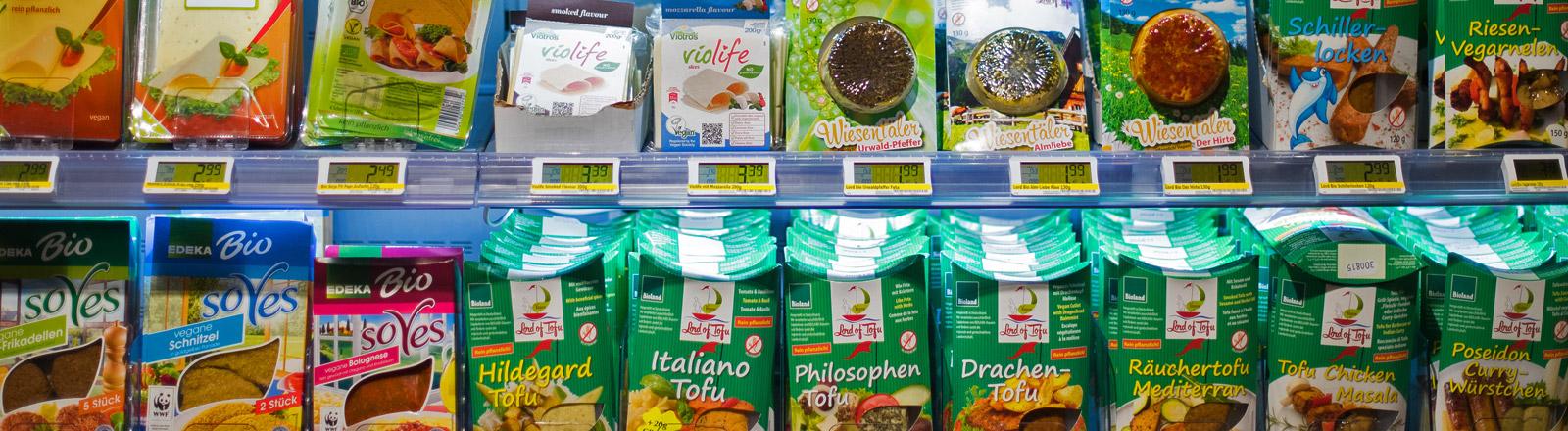 Vegetarische Produkte im Supermarkt-Regal