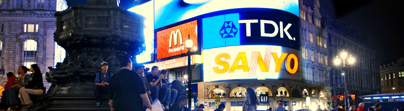 Werbung am Piccadilly Circus in London